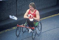 Конец-вверх с ограниченными возможностями бегуна в марафоне города NY, NY Стоковые Фотографии RF