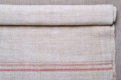 Конец-вверх ткани пеньки homespun с красной нашивкой Стоковая Фотография RF