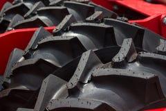 Конец-вверх трактора фермы колеса проступи Стоковая Фотография RF