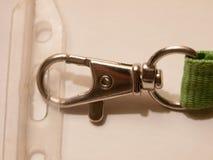 Конец вверх фермуара металла на конце бирки имени ожерелья стоковое изображение