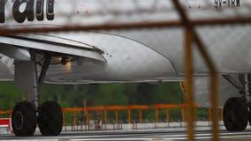 Конец-вверх шестерни и двигателя самолета сток-видео