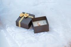 Конец-вверх шкатулки для драгоценностей с кольцами белого золота Стоковое Изображение