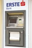 Конец-вверх ATM банка ERSTE Стоковые Изображения RF