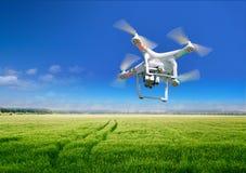 Конец-вверх Quadrocopter против Стоковая Фотография