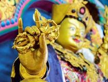 Конец-вверх Vajra статуи maitreya Будды стоковые фотографии rf