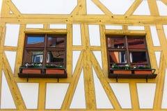 Конец-вверх Windows в старом полу-timbered немецком доме Стоковое Изображение
