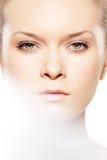 конец внимательности красотки делает спу кожи вверх по здоровью Стоковое Изображение RF