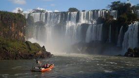Конец водопада Игуазу Фаллс вверх по взглядам от аргентинской стороны Стоковое Изображение
