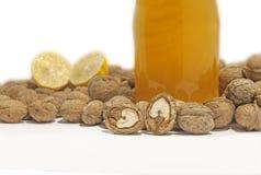 Конец грецкого ореха на белой таблице при опарник меда изолированный на белизне Стоковое фото RF
