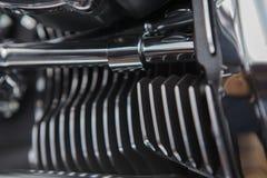 Конец двигателя мотоцикла вверх по предпосылке детали стоковое фото