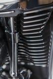 Конец двигателя мотоцикла вверх по предпосылке детали стоковое фото rf