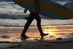 Конец дня - занимающся серфингом Стоковые Изображения RF