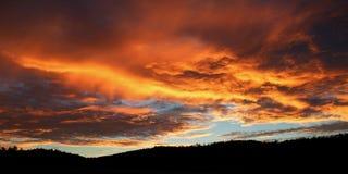 Конец дня над холмами Стоковая Фотография