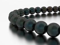 конец иллюстрации 3D вверх по черному ожерелью жемчуга отбортовывает иллюстрация вектора
