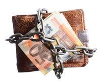 Конец личной траты.  Банкнота евро бумажника в цепи Стоковая Фотография RF