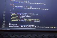 Конец кода PHP веб-разработчик вверх Поручая клиент используя нашивку API Онлайн обрабатывать оплат стоковое фото rf