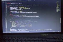 Конец кода PHP веб-разработчик вверх Поручая клиент используя нашивку API Онлайн обрабатывать оплат стоковое изображение rf