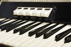 Конец клавиатуры аккордеона вверх стоковые изображения