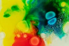 Конец макроса вверх мыла краски масла другого цвета красочный acrylic Концепция современного искусства Отлично, творческий стоковые изображения rf