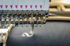 Конец машины вышивки вверх стоковое фото rf