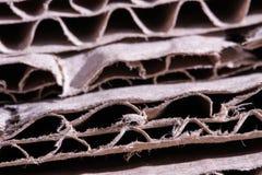 Конец отрезка коричневой бумаги картона старый вверх по структуре текстуры стоковые фото