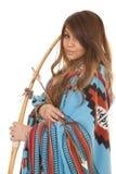 Конец одеяла смычка женщины коренного американца Стоковое Изображение RF