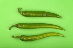Конец перца горячего chili 3 jalapeno вверх на зеленом цвете Стоковое Фото