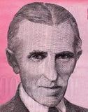 Конец портрета Nikola Tesla изобретателя мира известный вверх на старой югославской банкноте Стоковые Фотографии RF