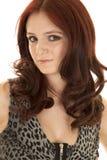 Конец платья молнии волос женщины красный серьезный стоковая фотография rf