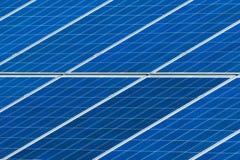 Конец решетки панелей солнечных батарей вверх Стоковые Фото