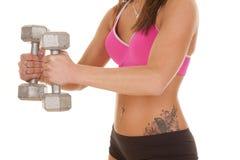 Конец скручиваемости молотка фитнеса бюстгальтера женщины розовый Стоковая Фотография RF