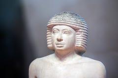 Конец статуэтки писателя античный египетский вверх стоковое фото