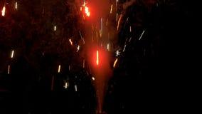 Конец фейерверка шутихи бенгальского огня вверх по замедленному движению видеоматериал