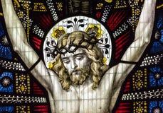 Конец цветного стекла церков Сент-Эндрюса вверх по b Иисусу Стоковое фото RF