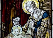 Конец цветного стекла церков Сент-Эндрюса вверх по e Стоковое Изображение RF