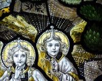 Конец цветного стекла церков Сент-Эндрюса вверх по j Стоковое Фото