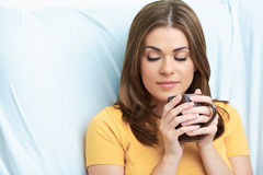 Конец чашки чая женщины вверх по портрету Стоковая Фотография