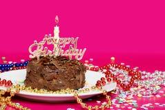конец шоколада именниного пирога украшенный вверх Стоковые Фотографии RF