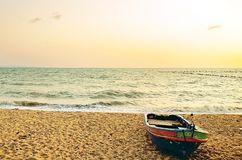 Конец шхуны песка вверх по шлюпке моря Стоковые Изображения RF