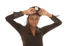 Конец шляпы владением женщины полисмена Стоковое Изображение