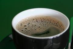 Конец эспрессо кофе вверх с космосом экземпляра добавляет текст Стоковое Фото