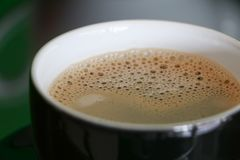 Конец эспрессо кофе вверх с космосом экземпляра добавляет текст Стоковые Фотографии RF