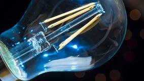 Конец электрической лампочки Голубая желтая энергия электричества Стоковые Изображения RF