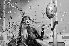 Конец fece женщины фотомодели вверх Женщина стороны с счастливой эмоцией Женщина очарования праздника Стоковая Фотография RF