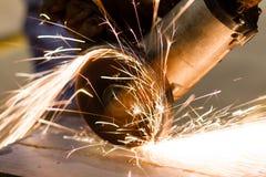Конец sawing металла вверх стоковое фото rf
