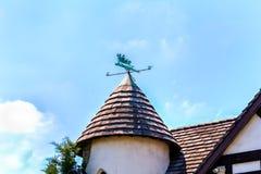 Конические крыша и winvane предкрылка стоковая фотография
