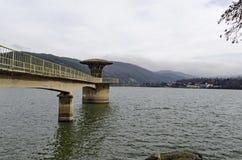Конкретная башня - оборудование живописной запруды, воды сбора реки Iskar Стоковая Фотография RF