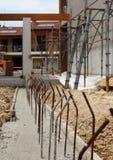 Конкретная прессформа с шипами металла на строительной площадке Стоковая Фотография