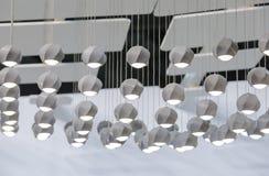 Конкретная привесная лампа Потолок поставленный точки с много малых конкретных светов Стоковая Фотография