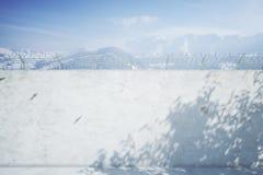 Конкретная стена тюрьмы в зиме Стоковые Изображения